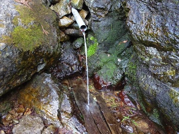 林道栗山線の湧き水