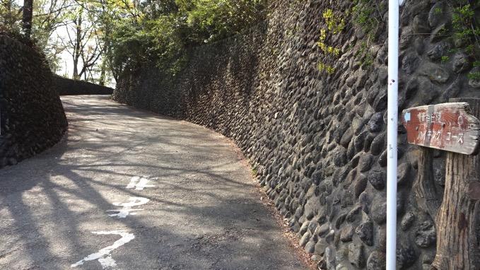 青梅丘陵ハイキング コース 出入口