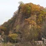 秋川丘陵ハイキングコースを歩く。根小屋城跡〜雹留山〜六枚屏風岩 [東京都あきる野市]