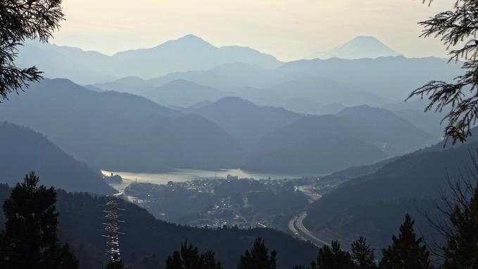 景信山 登山 ハイキング 小仏峠 展望 富士山 相模湖