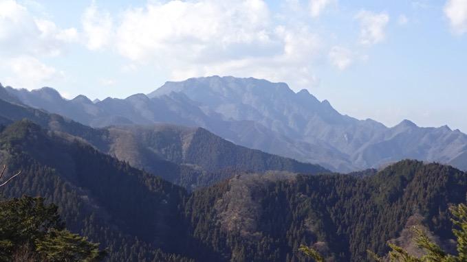 四阿屋山 登山 つつじ新道 山頂 展望 両神山