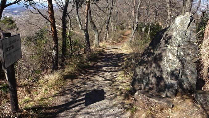 三毳山 ハイキング コース 蝋燭岩